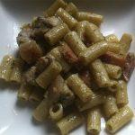 Macarrones integrales con pistachos y bacon