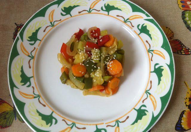 Verduras al wok con salsa de soja y sésamo