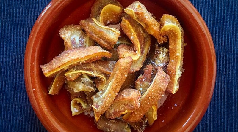Oreja en adobo frita for Cocinar oreja de cerdo
