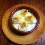 Huevos gratinados con gambas