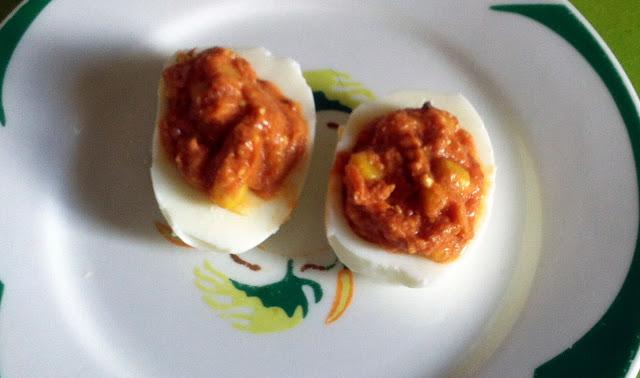 Huevos rellenos de atún y millo