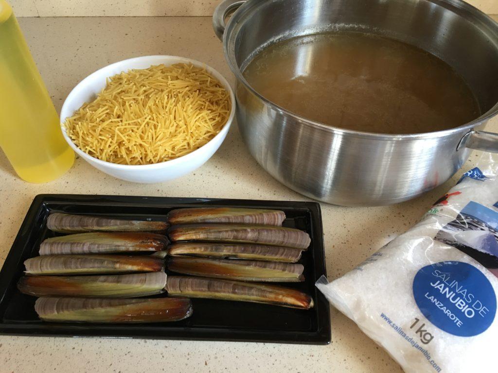 Ingredientes de Fideos rossejats con navajas