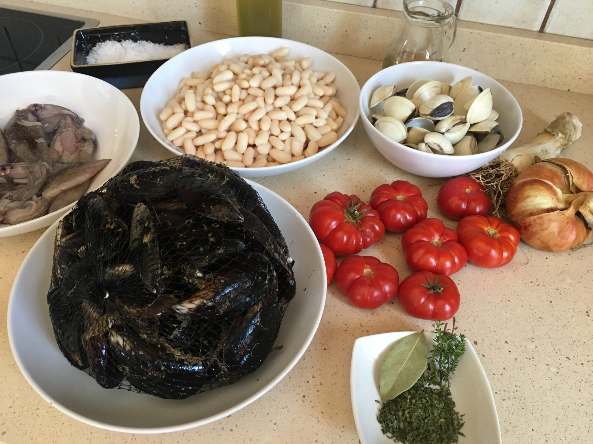 Ingredientes para Alubias marineras con chipirones