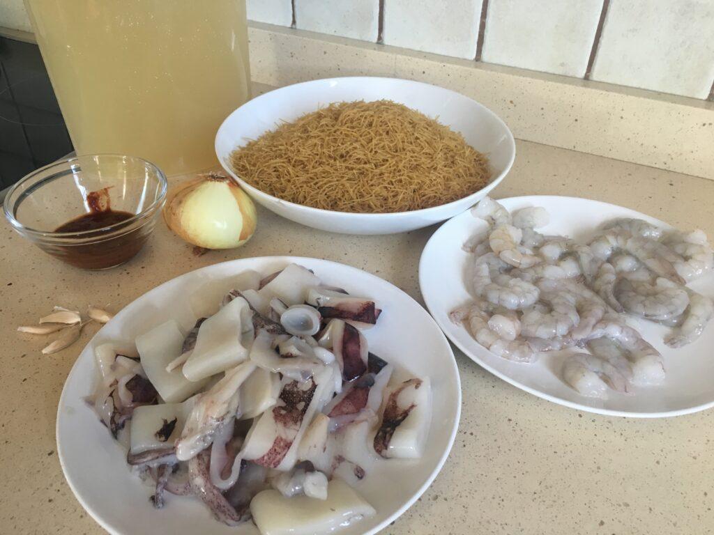 Ingredientes para Fideuá Integral con calamares y langostinos
