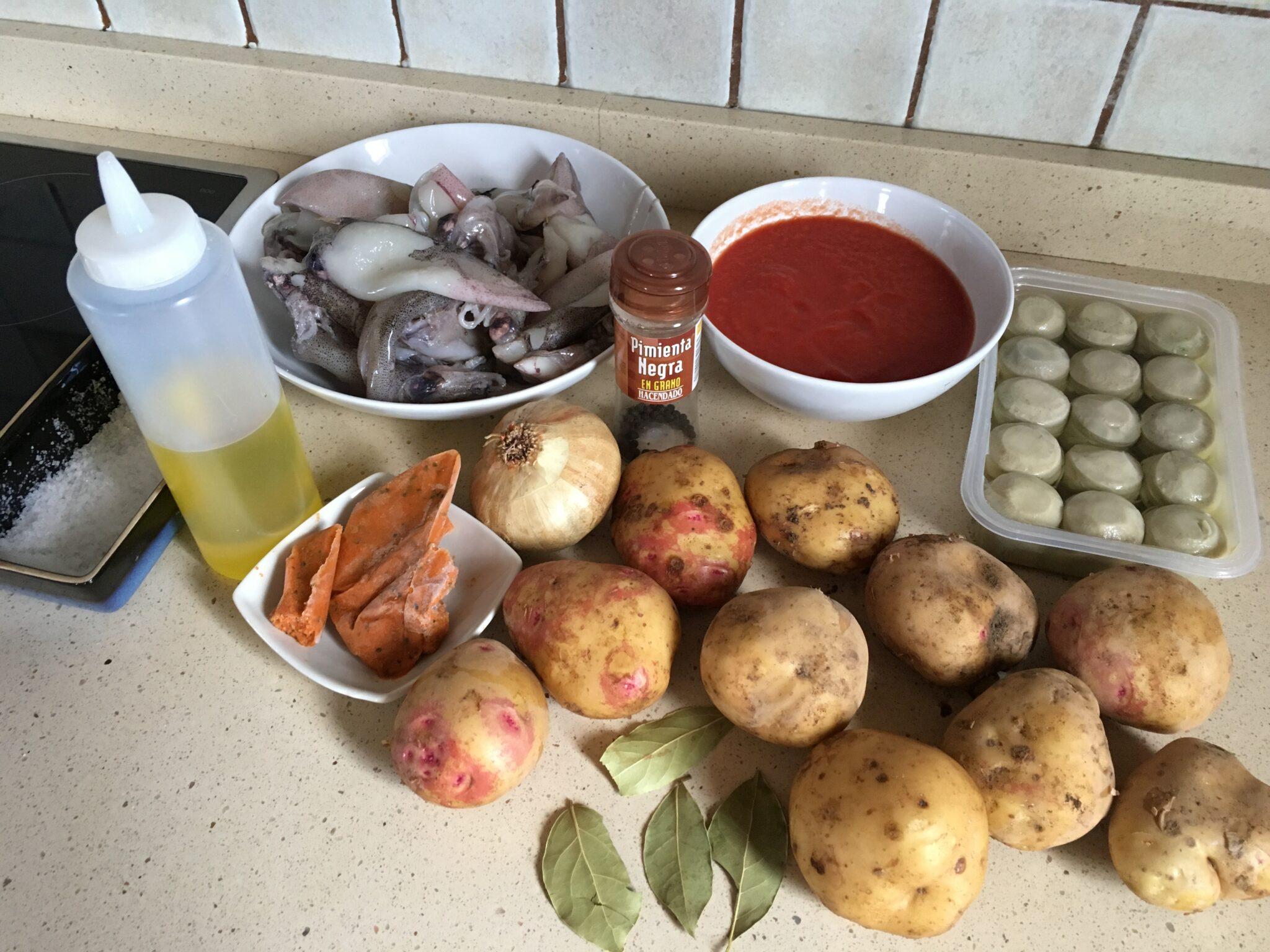 Ingredientes para Patatas con calamares y alcachofas