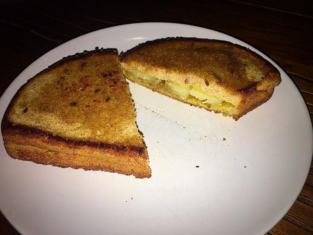 Sandwich de queso con mostaza