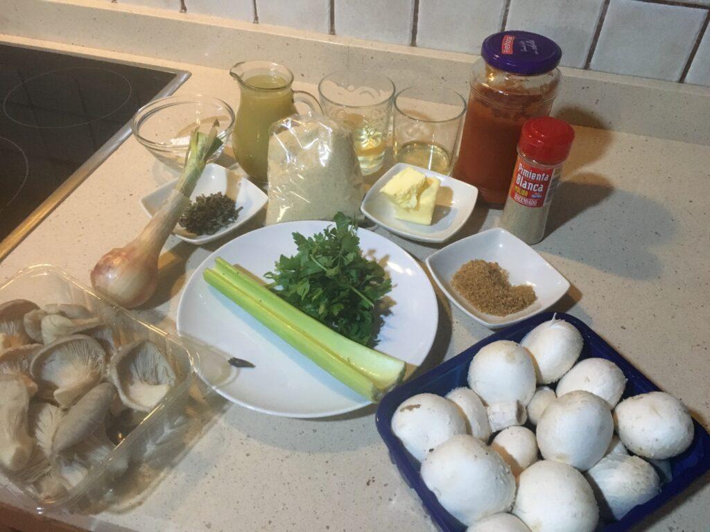 ngredientes para setas y champiñones en salsa Rockefeller