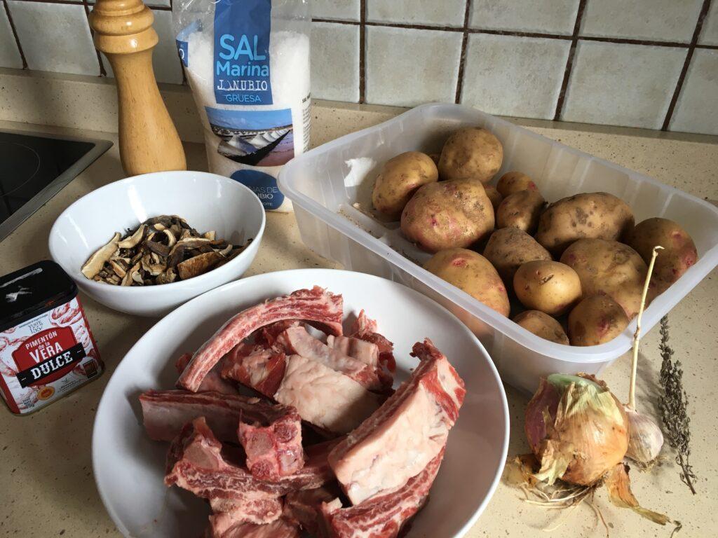Ingredientes para Cazuela de patatas, costillas y setas con su caldo