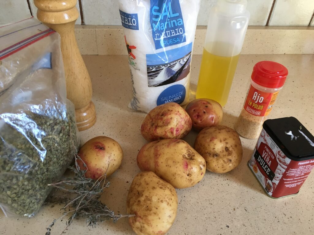 Ingredientes para patatas especiadas al horno
