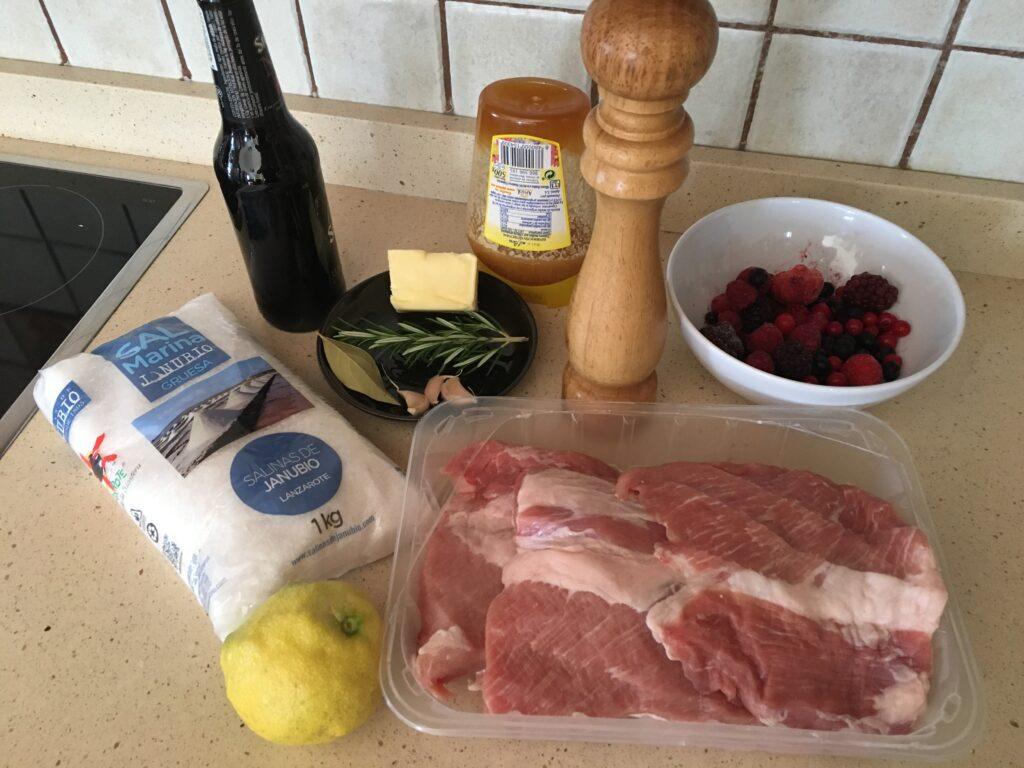 Ingredientes para Secreto de cerdo a la cerveza negra con frutos rojos