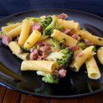 Tortiglioni con brócoli y butifarra