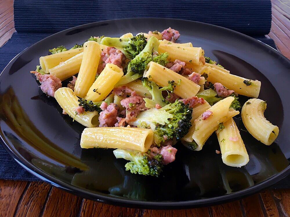 Tortiglioni con brocoli y butifarra