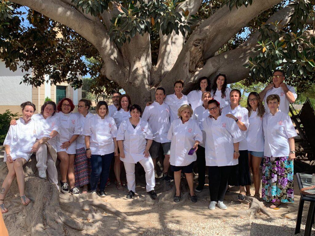 Embajadores y autores de Cookpad posan en la sede de Torre Juana
