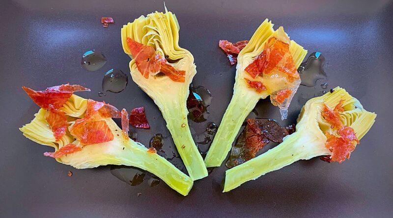 Alcachofas con jamón serrano y vinagreta