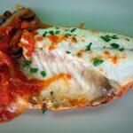 Dorada con salsa de tomate y anchoas