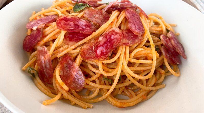 Espaguetis con fuet