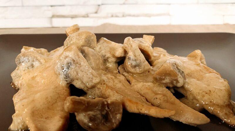 Pechuga de pollo a la crema con champiñones