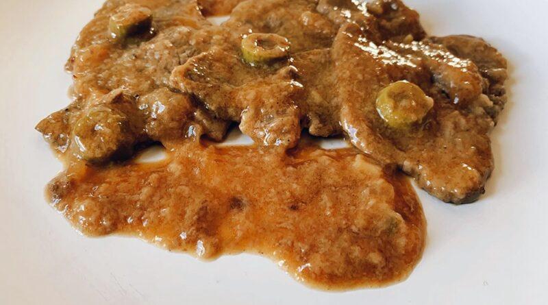 Filetes de ternera en salsa con aceitunas