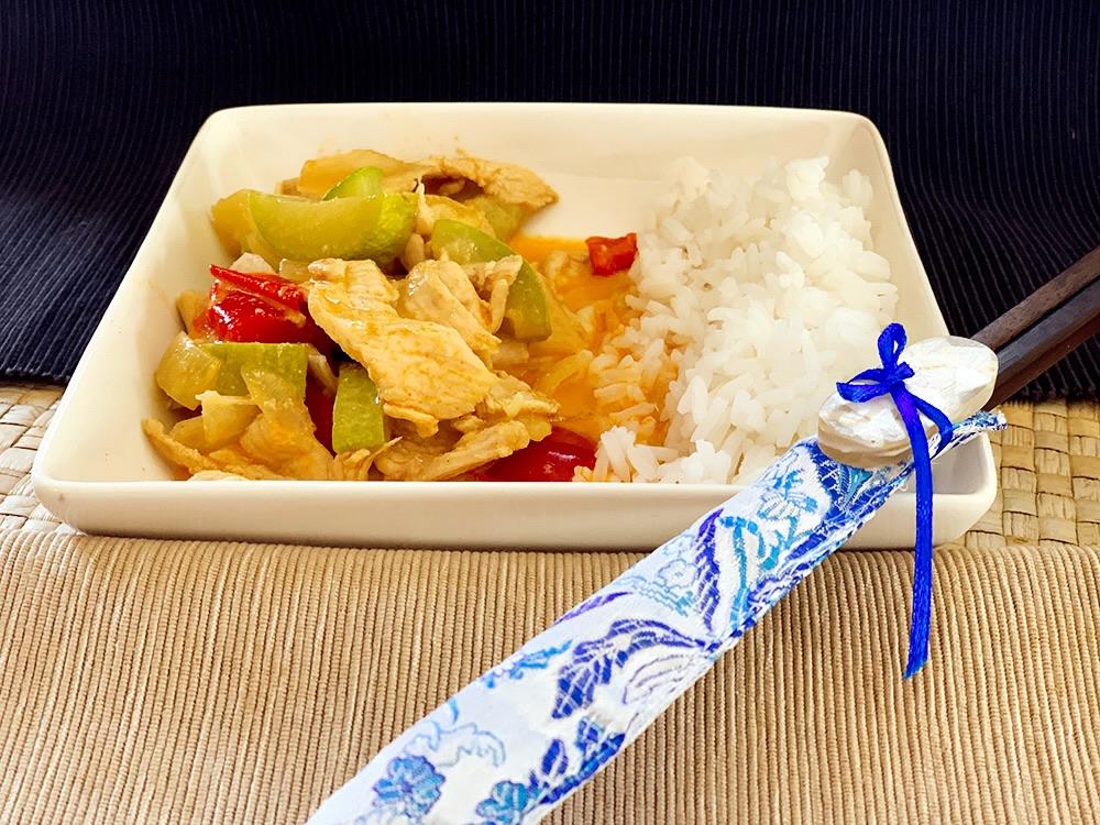 Curry rojo de pollo y verduras