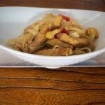 Noodles de arroz con pollo y coliflor