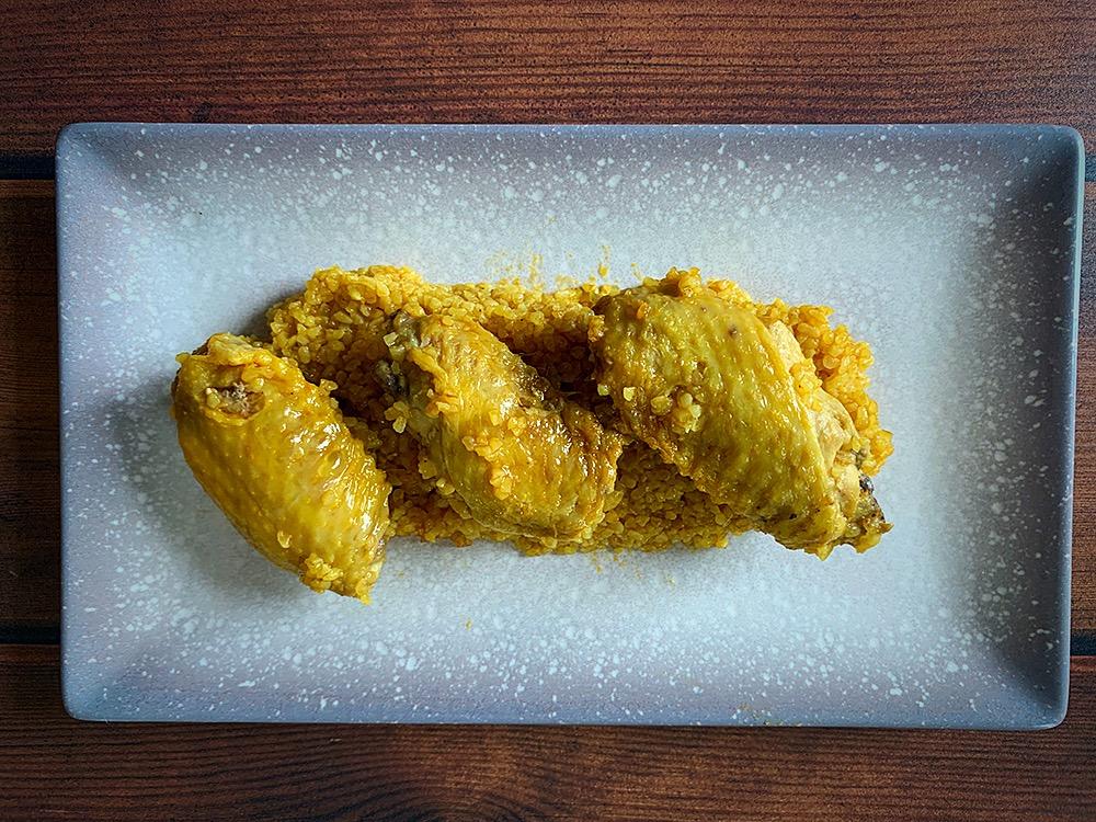 Bulgur con alitas de pollo