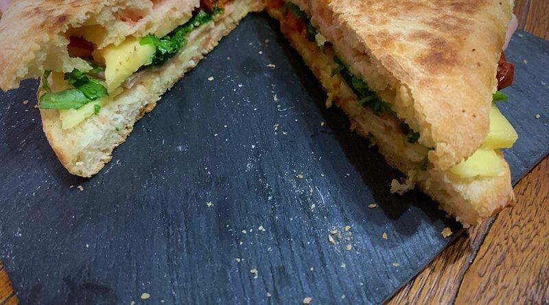 Sándwich de jamón, doble de queso y sobrasada