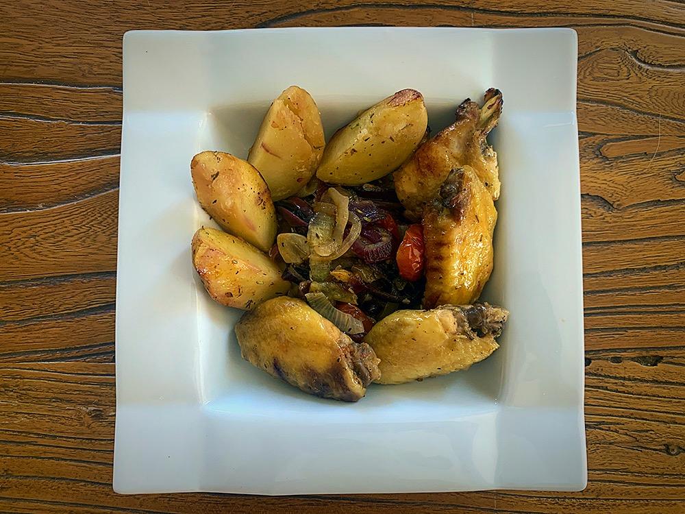 Alitas de pollo al horno con verduras