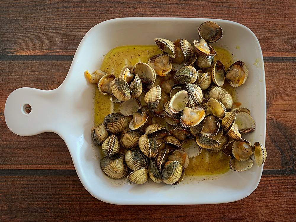 Berberechos a la plancha con sal marina y pimienta
