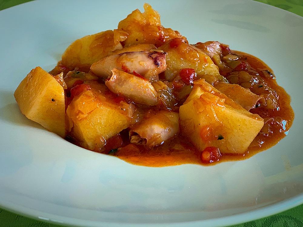 Patatas con chipirones
