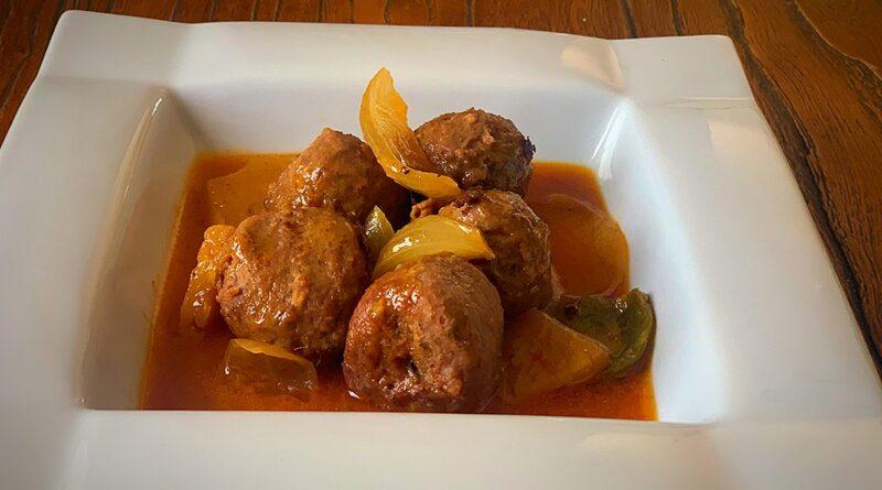 Curry rojo de albóndigas