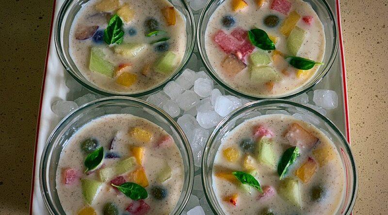 Sopa fría de coco y fruta